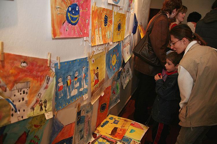 """Vernisáž výstavy """"Evropa očima dětí MŠ"""", 18. dubna 2008, Městská knihovna v Milevsku, foto: Roman Růžička"""