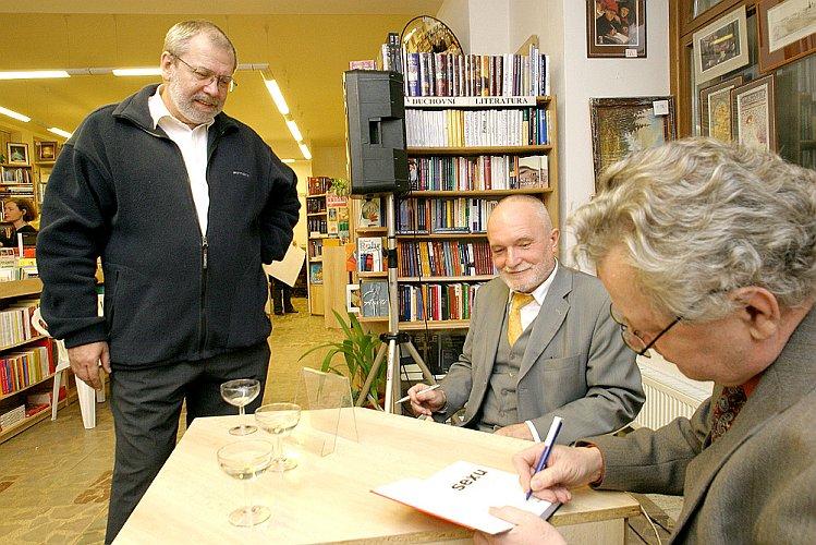 """Křest a autogramiáda knihy """"VŠE O SEXU - sexuologie a sexuální praxe pro každého"""", foto: Lubor Mrázek"""