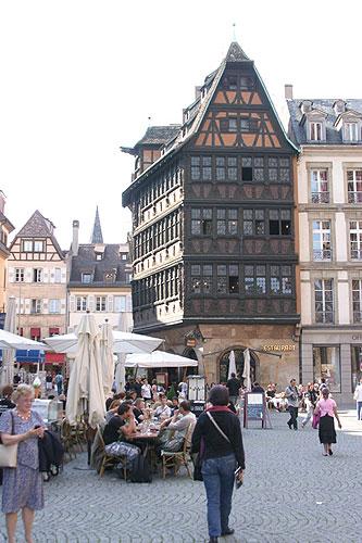 Pohled na restauraci Maison Kammerzell, jihočeši navštívili 18. a 19. června 2008 Štrasburk na pozvání europoslance Jaroslava Zvěřiny, foto: Roman Růžička
