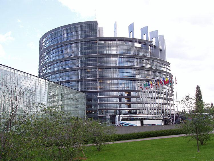 Budova EP Louise Weiss ve Štrasburku pojmenována po známé francouzské novinářce - feministce