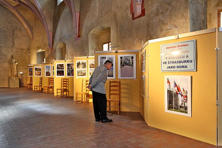 """Vernisáž výstavy fotografií """"V Bruselu a ve Štrasburku jako doma"""", 18.5.2009 v Gotickém sále Husitského muzea v Táboře, foto: Lubor Mrázek"""