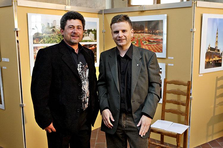 """Vernisáž výstavy fotografií """"V Bruselu a ve Štrasburku jako doma"""", 18.5.2009 v Gotickém sále Husitského muzea v Táboře, foto: Jan Karlovský"""