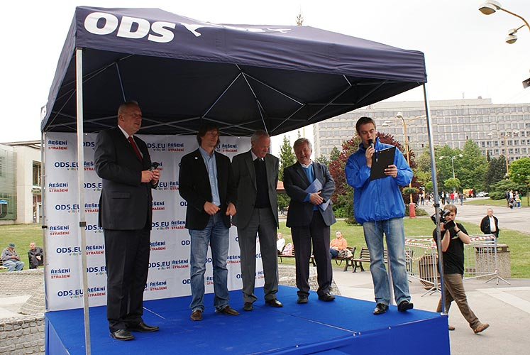Předvolební akce v Kopřivnici, 15. května 2009, foto: Jan Karlovský
