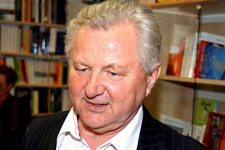 Křest knih EVROPA, KOLÉBKA VĚDECKÉHO PORODNICTVÍ a NEZNÁMÉ ČECHY - ŠUMAVA, SUŠICKO v knihkupectví Beseda, České Budějovice, 12. května 2009, foto: Jan Karlovský