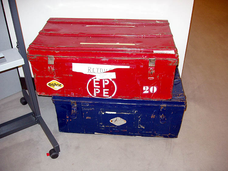 Kovové kufry, ve kterých se pravidelně stěhují obsahy kanceláří EP mezi Bruselem a Štrasburkem