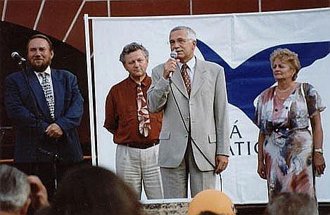 Volební mítink, Žižkovo náměstí v Táboře, Zleva: Pavel Eybert, Jaroslav Zvěřina, Václav Klaus a Dáša Karlovská, rok 1998