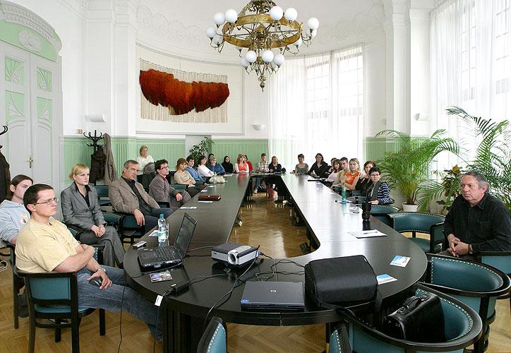 Beseda s europoslancem Jaroslavem Zvěřinou, 3.4.2007, Krajský úřad Jihočeského kraje, foto: Lubor Mrázek