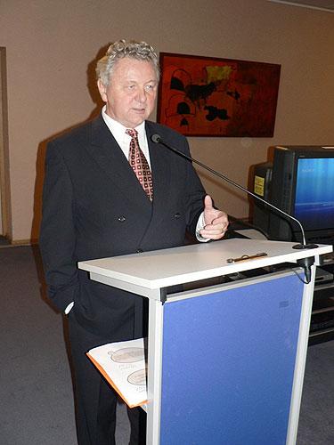 Vernisáž výstavy EVROPA, KOLÉBKA VĚDECKÉHO PORODNICTVÍ, Jaroslav Zvěřina, poslanec EP, 2.10.2007, budova Paul Henry Spaak, Evropský parlament v Bruselu
